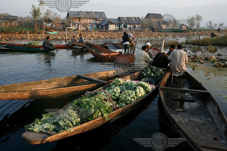 Floating vegetable market. Srinagar, Kashmir, India. © Fredrik Naumann/Felix Features