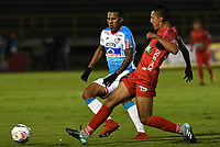 TUNJA - COLOMBIA, 15-04-2018: Andres Felipe Avila (Der) jugador de Patriotas Boyacá disputa el balón con James Sanchez Altamiranda (Izq) jugador de Atlético Junior  durante partido por la fecha 15 de la Liga Águila I 2018 realizado en el estadio La Independencia en Tunja. / Andres Felipe Avila (R) player of Patriotas Boyaca fights for the ball with James Sanchez Altamiranda (L) player of Atletico Junior  during match for the date 15 of Aguila League I 2018 at La Independencia stadium in Tunja. Photo: VizzorImage / Cristian Alvarez / Cont