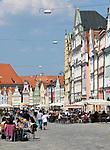 Deutschland, Bayern, Niederbayern, Landshut: Cafes und Restaurants in der Altstadt | Germany, Bavaria, Lower Bavaria, Landshut: cafes and restaurants at Old Town
