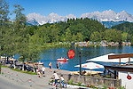Austria, Tyrol, near Kitzbuhel: idyllic Schwarzsee (Black Lake) on the outskirts of Kitzbuhel, at background Wilder Kaiser mountains | Oesterreich, Tirol, bei Kitzbuehel: Schwarzsee, idyllisch gelegener Badesee, 8 ha gross und bis zu 8 m tief, einer der waermsten Seen der Alpen, im Hintergrund das Wilder Kaiser Gebirge