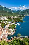 Italy, Trentino, Riva del Garda: popular holiday resort at Lake Garda (Lago di Garda) with tower Torre Apponale | Italien, Trentino, Riva del Garda: beliebter Urlaubsort am Nordufer des Gardasees mit dem Torre Apponale