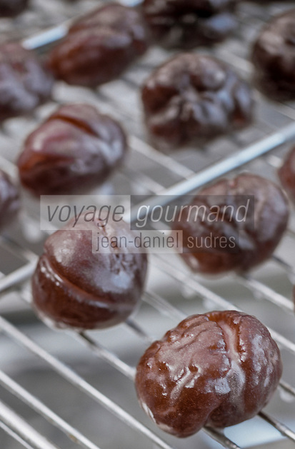 Europe/France/Corse/2A/Corse-du-Sud/ Zevaco: les marrons glacés de Mme Leoni, productrice de confiseries à base de chataigne  // Europe / France / Corse / 2A / Corse-du-Sud / Zevaco: candied chestnuts from Mme Leoni, producer of chestnut-based confectionery