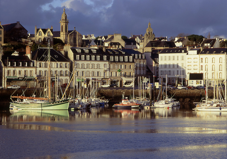 Europe, FRA, France, Brittany, Finistere, Audierne, Typical view on to the city, Harbour, Port....[ For each utilisation of my images my General Terms and Conditions are mandatory. Usage only against use message and proof. Download of my General Terms and Conditions under http://www.image-box.com or ask for sending. A clearance before usage is necessary...Material is subject to royalties. Each utilisation of my images is subject to a fee in accordance to the present valid MFM-List...Contact | archive@image-box.com | www.image-box.com ]