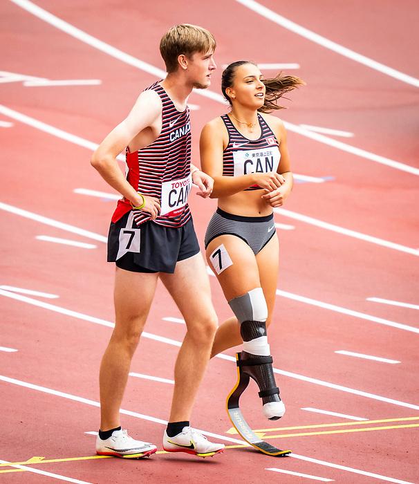 Zachary Gingras and Marissa Papconstantinou, Tokyo 2020 - Para Athletics // Para-athlétisme.<br /> Canada competes in the 4x100m universal relay heats // Le Canada participe aux séries éliminatoires du relais universel 4x100m. 03/09/2021.