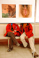 """Ausstellung """"Tor ins Leben"""" von Grit Scholz im White Chocolate in der Gottschedstr. - Besucherreaktionen / Resonanz der Aussstellung - im Bild: FEATURE ZUR AUSSTELLUNG.  Foto: Norman Rembarz<br /> <br /> Norman Rembarz , ( ASV-Autorennummer 41043728 ), Holbeinstr. 14, 04229 Leipzig, Tel.: 01794887569, Hypovereinsbank: BLZ: 86020086, KN: 357889472, St.Nr.: 231/261/06432 - Jegliche kommerzielle Nutzung ist honorar- und mehrwertsteuerpflichtig! Persönlichkeitsrechte sind zu wahren. Es wird keine Haftung übernommen bei Verletzung von Rechten Dritter. Autoren-Nennung gem. §13 UrhGes. wird verlangt. Weitergabe an Dritte nur nach  vorheriger Absprache."""