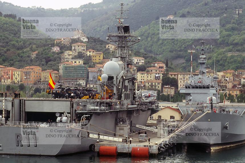 - Esercitazioni NATO in mar Mediterraneo, aprile 1996, la nave portaerei Principe de Asturias della Marina Militare Spagnola ormeggiata nel porto dell'Arsenale Militare di La Spezia<br /> <br /> - NATO exercises in the Mediterranean Sea, April 1996, the aircraft carrier Principe de Asturias of the Spanish Navy moored in the harbour of La Spezia Military Arsenal
