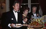 ALAIN DELON CON GINA LOLLOBRIGIDA  - PREMIO THE BEST HOTEL PLAZA ATHENEE PARIGI 1993