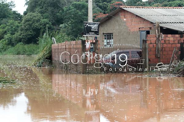 Campinas (SP), 13/01/2020 - Chuvas / Rescaldo - O bairro Recanto dos Dourados, na cidade de Campinas (SP), amanheceu nesta segunda-feira (13) com ruas alagadas devido as chuvas. De acordo com a Defesa Civil, foram registrados 41,7 milímetros de chuva na região de Campinas - o maior índice até o início desta noite de domingo (12). Casas ficaram alagadas e animais foram arrastados para um corrego. Ninguém ficou ferido.