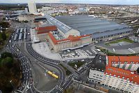 Stadtansichten 2009 - Blick vom Wintergartenhochhaus auf den Hauptbahnhof - Hotel Westin Leipzig - Straßenbahn Williy-Brandt-Platz. Foto: Norman Rembarz..Norman Rembarz , ( ASV-Autorennummer 41043728 ), Holbeinstr. 14, 04229 Leipzig, Tel.: 01794887569, Hypovereinsbank: BLZ: 86020086, KN: 357889472, St.Nr.: 231/261/06432 - Jegliche kommerzielle Nutzung ist honorar- und mehrwertsteuerpflichtig! Persönlichkeitsrechte sind zu wahren. Es wird keine Haftung übernommen bei Verletzung von Rechten Dritter. Autoren-Nennung gem. §13 UrhGes. wird verlangt. Weitergabe an Dritte nur nach  vorheriger Absprache..