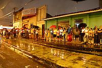 Cerca de 250 mil pessoas saíram às ruas de Belém, na noite desta segunda-feira (12), para acompanhar a tradicional Procissão das Velas, também conhecida como Procissão Luminosa. A romaria é a parte mais importante da Festividade de Nossa Senhora de Fátima.<br /> Belem, Pará, Brasil.<br /> Foto: Ney Marcondes.<br /> 12/05/2014,