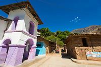 Kirche und Lehm-Architektur im Dorf Balsas am Fluss Maranon (Río Marañón), Provinz Amazonas, Peru, Südamerika
