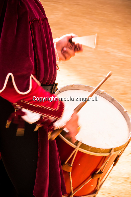 Drum and drumsticks played during the Palio's parade