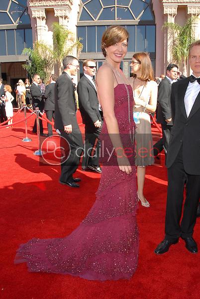 Allison Janney<br />arriving at the 58th Annual Primetime Emmy Awards. The Shrine Auditorium, Los Angeles, CA. 08-27-06<br />Scott Kirkland/DailyCeleb.com 818-249-4998