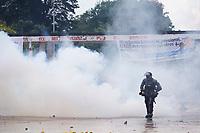 BOGOTA - COLOMBIA, 21-11-2019: Policía del ESMD tratan de controlar los desordenes causados por delincuentes mientras miles de manifestantes salieron a las calles de Bogotá para unirse a la jornada de paro Nacional en Colombia hoy, 21 de noviembre de 2019. La jornada Nacional es convocada para rechazar el mal gobierno y las decisiones que vulneran los derechos de los Colombianos. / ESMAD Police try to control the disorders caused by criminals while thousands of protesters took to the streets of Bogota to join the National Strike day in Colombia today, November 21, 2019. The National Strike is convened to reject bad government and decisions that violate the rights of Colombians. Photo: VizzorImage / Diego Cuevas / Cont