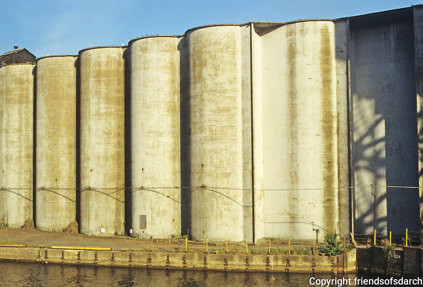 Buffalo: Buffalo River--The Cargill Electric Elevator, 1897. The concrete is from 1940. Photo '88.