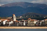 Europe/France/Aquitaine/64/Pyrénées-Atlantiques/Pays Basque/Saint-Jean-de-Luz:La plage et le front de mer vus depuis le fort de socoa