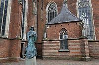 Nederland  Zutphen -  2020.   Beeld van Sint Walburgis bij de Sint Walburgiskerk.     Foto : ANP/ HH / Berlinda van Dam