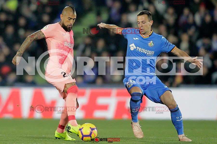 Getafe CF's Nemanja Maksimovic (r) and FC Barcelona's Arturo Vidal during La Liga match. January 6,2019. (ALTERPHOTOS/Acero) /NortePhoto.com