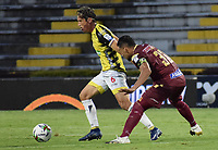 IBAGUE - COLOMBIA, 08-03-2020: Yeison Gordillo del Tolima disputa el balón con Daniel Hernandez del Alianza durante partido entre Deportes Tolima y Alianza Petrolera por la fecha 14 de la Liga BetPlay I 2020 jugado en el estadio Manuel Murillo Toro de la ciudad de Ibagué. / Yeison Gordillo of Tolima struggles the ball with Daniel Hernandez of Alianza during match between Deportes Tolima and Alianza Petrolera for the date 14 as part of BetPlay League I 2020 played at Manuel Murillo Toro stadium in Ibague. Photo: VizzorImage / Joan Orjuela / Cont