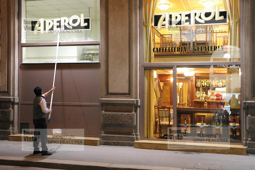 - Milan, bar in city centre....- Milano, bar del centro