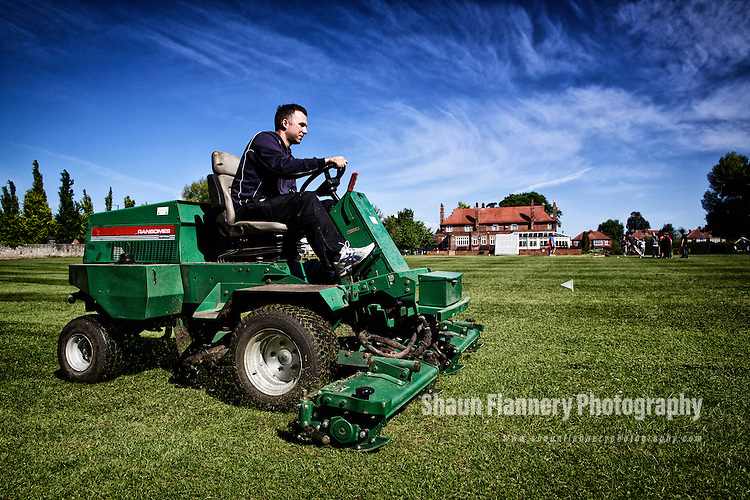 Pix: Shaun Flannery/shaunflanneryphotography.com...COPYRIGHT PICTURE>>SHAUN FLANNERY>01302-570814>>07778315553>>..25th May 2013..Sprotbrough Cricket Club..Groundsman cuts the grass prior to a junior training session..The Ivanhoe Pub.