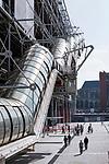 Europa, Frankreich, France, Paris, Beaubourg und Les Halles Platz vor dem Centre Pompidou Place Georges Pompidou Rolltreppen, 10.09.2014