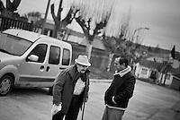 2012-12-26. Pereña, Salamanca..Luis Rodríguez es médico rural en la comarca de Las Arribes (Salamanca), una de las más envejecidas y despobladas de España. La mayoría de los pacientes de esta zona son octogenarios que viven en municipios de menos de 500 habitantes como Pereña o Cabeza de Framontanos. El trabajo del médico rural es similar al de cualquier médico de familia, salvo por las largas distancias que tienen que recorrer para visitar a los pacientes. En algunos pueblos no hay ni siquiera dispensario y es el doctor el que se desplaza a las casas. Esta profesión tampoco se libra de los recortes sanitarios. Por ejemplo, Castilla y León ha decidido suprimir las guardias médicas rurales en 16 puntos de su geografía. (c) Pedro ARMESTRE.<br /> <br /> Luis Rodríguez works as a rural doctor in the region of Las Arribes (Salamanca), one of the most aged and depopulated of Spain. The majority of the patients of this zone are octogenarian that live in very small towns with no more than 500 inhabitants as Pereña or Cabeza de Framontanos. The work of the rural doctor is similar to any other general doctor, except for the long distances that they have to cross. The rural doctor usually moves with his car to the houses of the patients in zones with difficulties to access. The development and the cuts in the budget of the Spanish health can make eliminate this profession. (c) Pedro ARMESTRE