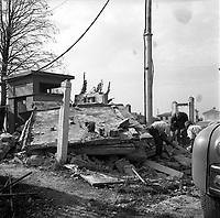 27 septembre 1961. Vue d'un bâtiment détruit lors d'un attentat par l'OAS dans le quartier Bellevue.