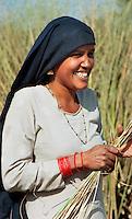 Delhi / India.Contadina al lavoro nei campi alla periferia della capitale indiana..Foto Livio Senigalliesi..Delhi / India.Woman working in the fields on the outskirts of the Indian capital..Photo Livio Senigalliesi.