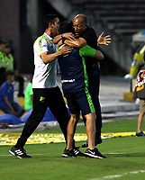 NEIVA-COLOMBIA, 06-04-2019: Luis Fernando Herrera, técnico de Atlético Huila, celebra el gol anotado al América de Cali, durante partido entre Atlético Huila y América de Cali, de la fecha 14 por la Liga Aguila, I 2019 en el estadio Guillermo Plazas Alcid de Neiva. / Luis Fernando Herrera, coach of Atletico Huila, celebrates the scored goal to America de Cali during a match between Atletico Huila and America de Cali of the 14th date for the Liga Aguila I 2019 at the Guillermo Plazas Alcid Stadium in Neiva city. Photo: VizzorImage  / Sergio Reyes / Cont.