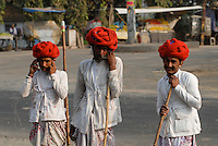 "Asien Suedasien Indien Madhya Pradesh , Hirten aus Rajasthan mit Turban und Handy  -  Kontrast Kommunikation xagndaz | .South asia India Madhya Pradesh , shephard with turban and mobile phone - communication contrast development .| [ copyright (c) Joerg Boethling / agenda , Veroeffentlichung nur gegen Honorar und Belegexemplar an / publication only with royalties and copy to:  agenda PG   Rothestr. 66   Germany D-22765 Hamburg   ph. ++49 40 391 907 14   e-mail: boethling@agenda-fototext.de   www.agenda-fototext.de   Bank: Hamburger Sparkasse  BLZ 200 505 50  Kto. 1281 120 178   IBAN: DE96 2005 0550 1281 1201 78   BIC: ""HASPDEHH"" ,  WEITERE MOTIVE ZU DIESEM THEMA SIND VORHANDEN!! MORE PICTURES ON THIS SUBJECT AVAILABLE!!  ] [#0,26,121#]"