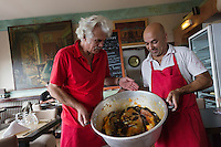 Europe/Provence-Alpes-Côte d'Azur/83/Var/Rayol-Canadel-sur-Mer: Restaurant: A Maurin des Maures - Dédé Delmonte et les poissons de sa bouillabaisse