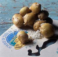 Europe/France/Poitou-Charentes/17/Charente-Maritime/Ile de Ré: AOC Pomme de terre primeur de l'Ile de Ré - Stylisme : Valérie LHOMME