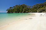 New Zealand, South Island, Nelson region, Abel Tasman National Park: Frenchman's Bay beach | Neuseeland, Suedinsel, Region Nelson: Frenchman's Bay Beach im Abel Tasman National Park