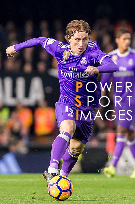 Luka Modric of Real Madrid in action during their La Liga match between Valencia CF and Real Madrid at the Estadio de Mestalla on 22 February 2017 in Valencia, Spain. Photo by Maria Jose Segovia Carmona / Power Sport Images