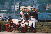 - Germany, young  motorcyclists in Reno river valley....- Germania, giovani motociclisti nella valle del fiume Reno