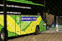 Der brasilianische Teambus f‰hrt ab