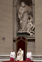 Papa Francesco celebra la preghiera dei Primi Vespri e Te Deum in ringraziamento per l'anno trascorso. Città del Vaticano, 31 dicembre 2016.<br /> Pope Francis presides the new year's eve Vespers and Te Deum prayer in Saint Peter's Basilica at the Vatican, on December 31, 2016.<br /> UPDATE IMAGES PRESS/Isabella Bonotto<br /> <br /> STRICTLY ONLY FOR EDITORIAL USE