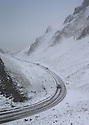 18/11/16<br /> <br /> Cars make their way down Winnats Pass after heavy snowfall turns the Peak District near Castleton into a winter wonderland.<br /> <br /> All Rights Reserved F Stop Press Ltd. (0)1773 550665   www.fstoppress.com