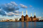 Grossbritannien, England, London: Battersea Power Station, ehemaliges, still gelegtes Kraftwerk an der Themse | Great Britain, London: Battersea Power Station beside River Thames
