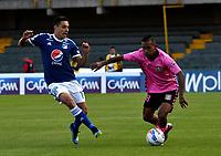 BOGOTÁ - COLOMBIA, 22-07-2018: Henry Rojas (Izq.) jugador de Millonarios disputa el balón con Nelino Tapia (Der.) jugador de Boyacá Chicó F. C., durante partido de la fecha 1 entre Millonarios y Boyacá Chicó F. C., por la Liga Aguila II-2018, jugado en el estadio Nemesio Camacho El Campin de la ciudad de Bogota. / Henry Rojas (L) player of Millonarios vies for the ball with Nelino Tapia (R) player of Boyaca Chico F. C., during a match of the 1st date between Millonarios and Boyaca Chico F. C., for the Liga Aguila II-2018 played at the Nemesio Camacho El Campin Stadium in Bogota city, Photo: VizzorImage / Luis Ramirez / Staff.