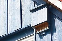 Fledermaus-Kasten, Fledermauskasten, Kasten für Fledermäuse an einer Fassade, Haus, Schuppen, Nisthilfe für Fledermäuse, Nistkasten, Fledermaus-Nistkasten, Fledermausschutz, Fledermaus-Schutz, Bat castes, bat box, box for bats in a facade, house, scales, nesting help to bats, nesting box, bat nesting box, bat protection, bat-protection