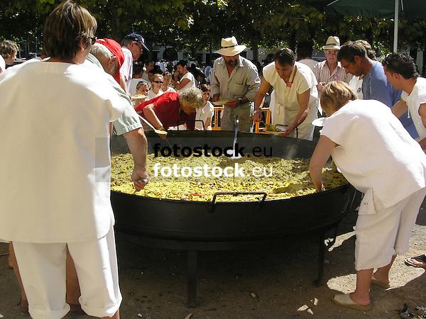 "Cooking a Paella during the traditional wine festival ""La Vermada"" in Binissalem<br /> <br /> Cocinando una Paella durante el festival traditional del vino ""La Vermada"" (cat.: Festes de Vermar) en Binissalem<br /> <br /> Zubereitung einer Paella während des traditionellen Weinfests ""La Vermada"" in Binissalem<br /> <br /> 2272 x 1704 px<br /> 150 dpi: 38,47 x 28,85 cm<br /> 300 dpi: 19,24 x 14,43 cm"