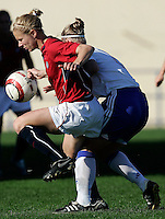 Ferreiras, PORTUGAL: Lindsay Tarpley (L) vies with Finland player (R) at the Nora Stadium in Ferreiras, March 09 of 2007, during the Algarve Women´s Cup soccer match between USA and Finland. USA won 1-0. Paulo Cordeiro/International Sports Image
