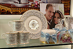 United Kingdom, London: Commemorative items for the Royal Wedding between Prince William of Wales and Kate Middleton | Grossbritannien, England, London: Andenken an die koenigliche Hochzeit des Brautpaares Prince William and Kate Middleton
