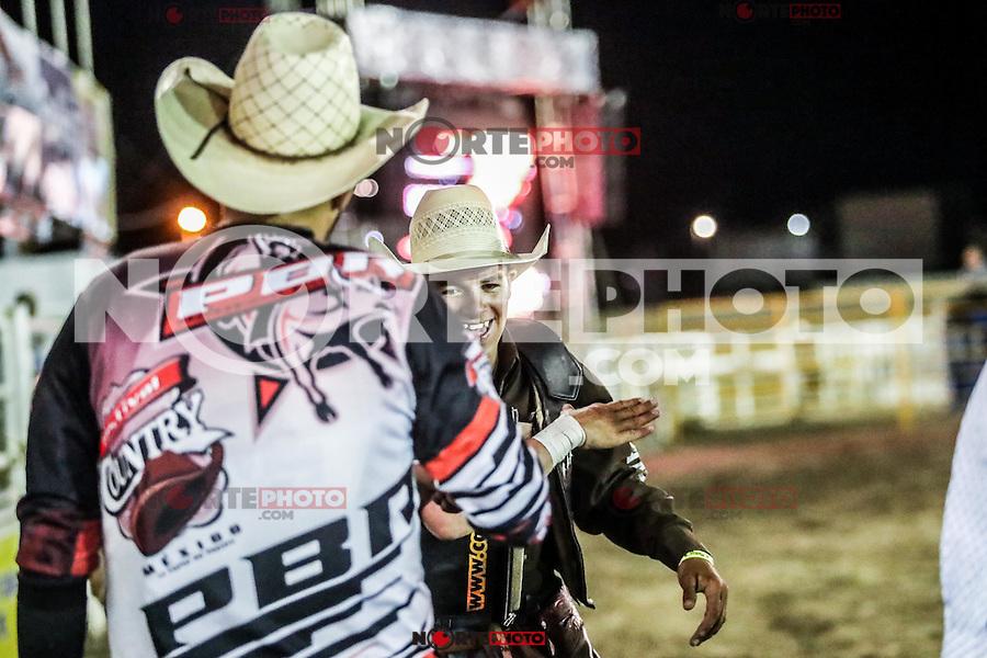 Bull Rider & Roedeo Hard West.<br /> <br /> Reportaje sobre los jinetes de rodeo y ambiente alrededor de este deporte Vaquero que tiene gran fuerza en Sonora. Imagenes de una Jornada de rodeo Hard West  en area de rodeo de la Expo Ganadera de Sonora, donde se disputo la final estatal para calificar para el campeonato nacional a realizarce en Hermosillo en el mes de Noviembre del 2016.***<br /> **Foto: LuisGutierrez/NortePhoto.com <br /> ++++<br /> <br /> ++RODE EN EL CONTEXTO INTERNACIONAL+++:<br /> El rodeo es un deporte extremo estadounidense tradicional con influencias de la historia de los vaqueros españoles y de los charros méxicanos. Consiste en montar a pelo potros salvajes o reses vacunas bravas (como novillos y toros) y realizar diversos ejercicios, como arrojar el lazo, rejonear, etc. sin matar al animal. Se practica principalmente en paises como Mexico (no confundirlo con el jaripeo) casi en todo el pais como en el estado de Chihuahua y San Luis Potosí, en donde se toma al rodeo como deporte tradicional, así también como en Australia y Brasil.<br />  EL Jineteo de caballos y Jineteo de Toros es un circuito con  gran fuerza en el estado de Chihuahua, seguido de Sonora y Baja California y los estados vecinos de Estados unidos. Hoy en día la exposición del rodeo estadounidense más grande del mundo es el Houston Livestock Show and Rodeo en los Estados Unidos.<br /> <br /> ++<br /> Report on rodeo riders and environment around this sport Cowboy has great strength in Sonora. Images of a Hard Day rodeo rodeo West in the area of Livestock Expo Sonora, where the state final was played to qualify for the national championship realizarce in Hermosillo in the month of November 2016. ***<br /> ** Photo: LuisGutierrez / NortePhoto.com<br /> ++++<br /> <br /> RODE ++ +++ IN THE INTERNATIONAL CONTEXT:<br /> The rodeo is a traditional American extreme sport with influences from the history of Spanish and Mexican cowboys charros. It consists of riding ponies or cattle hair