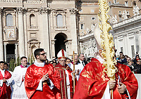 Pope Francis arrives to celebrate the Palm Sunday Mass in St. Peter's Square at the Vatican, on March 25, 2018<br /> UPDATE IMAGES PRESS IsabellaBonotto<br /> <br /> STRICTLY ONLY FOR EDITORIAL USE