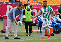 MEDELLIN - COLOMBIA, 02-05-2021: Alexandre Guimaraes técnico de Nacional gesticula durante partido por los cuartos de final vuelta de la Liga BetPlay DIMAYOR I 2021 entre Atlético Nacional y La Equidad jugado en el estadio Atanasio Girardot de la ciudad de Medellín. / Alexandre Guimaraes coach of Equidad Nacional gestures during match for the quarterfinal second leg as part of BetPlay DIMAYOR League I 2021 between Atletico Nacional and La Equidad played at Atanasio Girardot stadium in Medellín city. Photo: VizzorImage / Donaldo Zuluaga / Cont