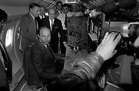28 Août 1984. Vue de Dominique Baudis et de Laurent Fabius lors d'une visite à l'extérieur.