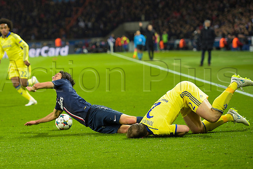 17.02.2015. Paris, France. Champions League football. Paris St Germain versus Chelsea.  Edinson Cavani (PSG) tackled heavily by Branislav Ivanovic (Chelsea)